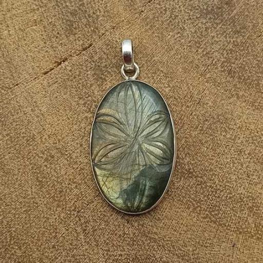 Carving Labradorite Gemstone Designer 925 Sterling Silver Pendant