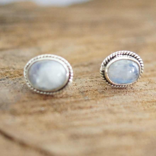 Oval Shape Rainbow Moonstone Hot Selling Tops Made With 925 Sterling Silver
