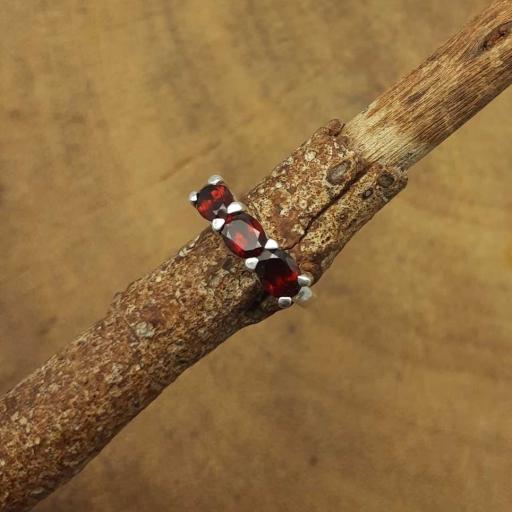 Faceted Oval Shape Garnet Gemstone 925 Sterling Silver Claw Designer Ring