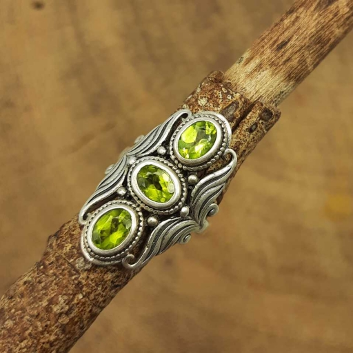 925 Sterling Silver Faceted Peridot Gemstone Oval Shape Women's Ring