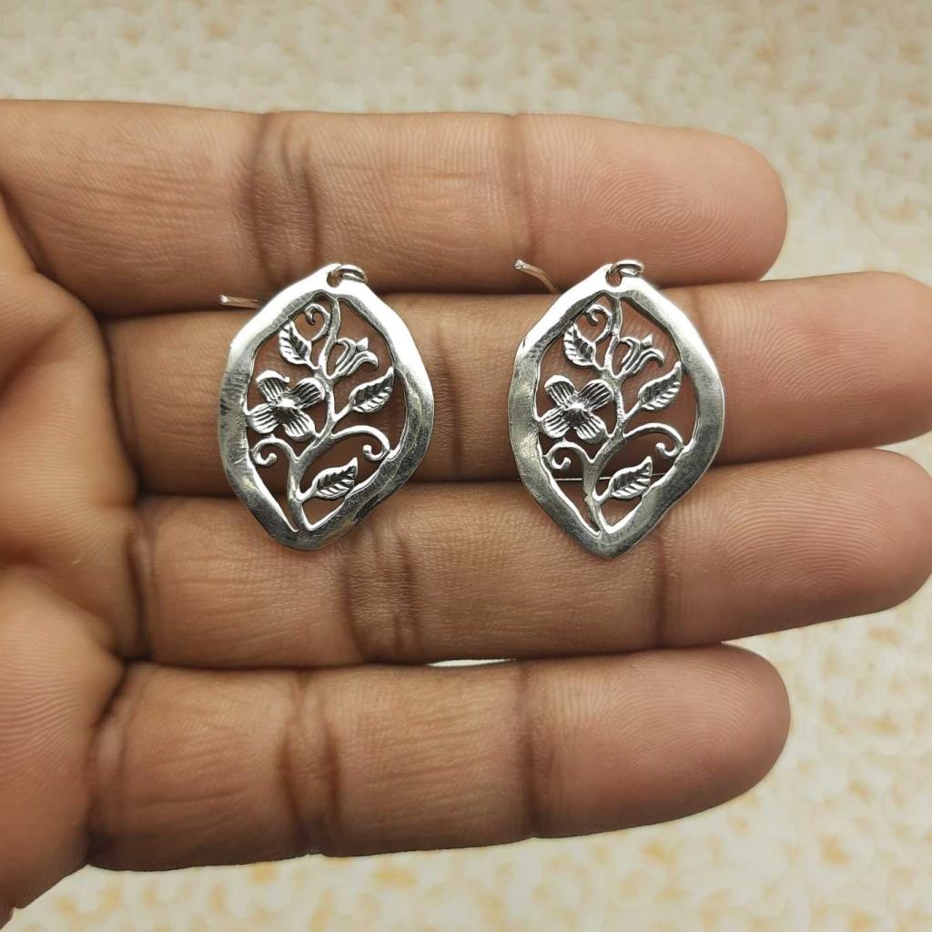 925 Sterling Silver Flower & Leaf in Diagonal Designer Stunning  Earrings